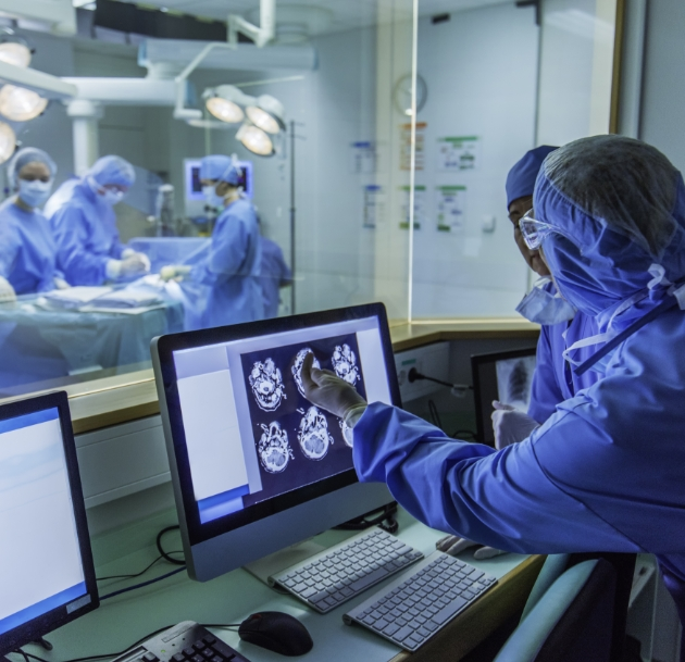 surgeon looking at mri scan on computer